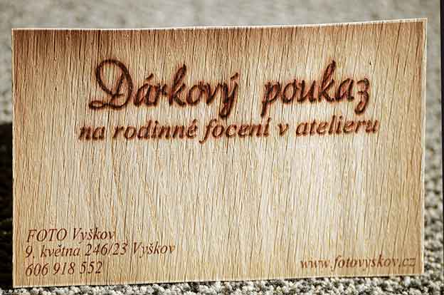 originální dárkový poukaz na dřevě